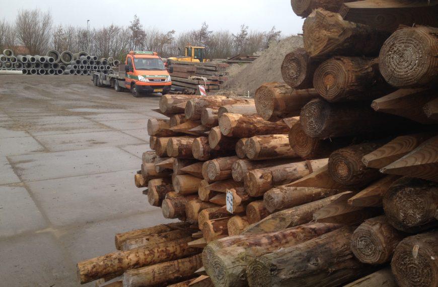 Beschoeiingshout voor het Waterschap